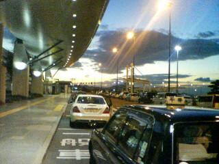 夕暮れの高松空港